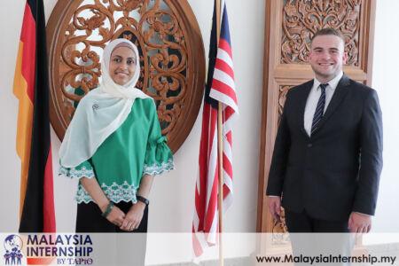 Presentation to Ambassador Datin Sarah